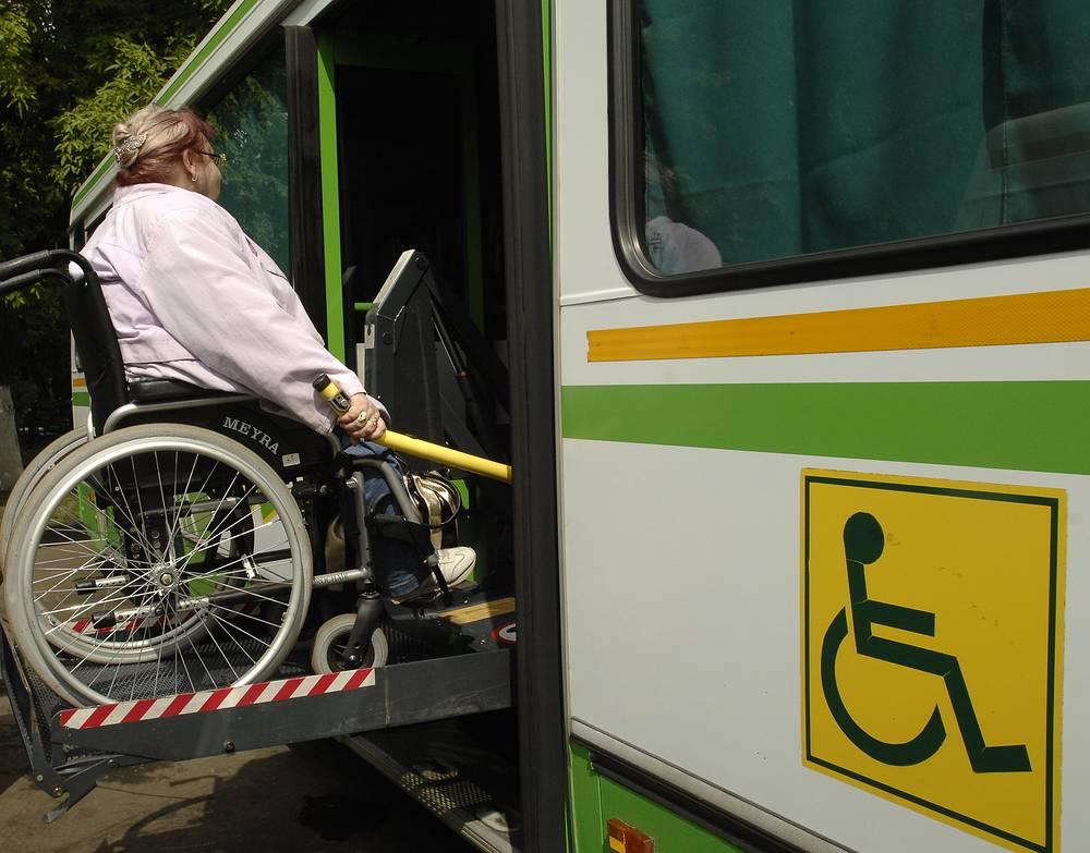 Автобус, оборудованный специальным подъемником для людей с ограниченными физическими возможностями, 2009 год