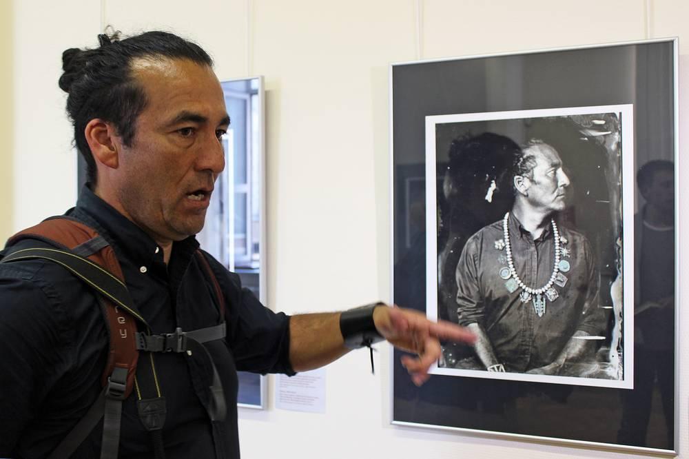 Фотограф Уилл Уилсон, индеец народа Навахо со своим автопортретом