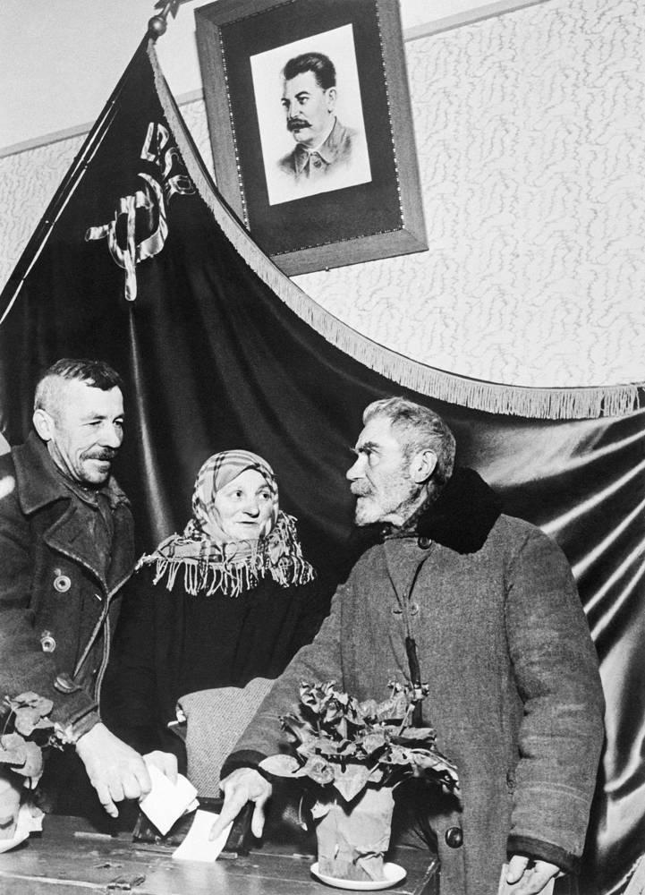Выборы в Верховный Совет СССР, 1941 год. Выборы в Верховный Совет СССР первого созыва продолжались вплоть до начала Великой Отечественной войны 22 июня 1941 года.  В годы войны состоялись три сессии Верховного Совета: в июне 1942, в феврале 1944, в апреле 1945