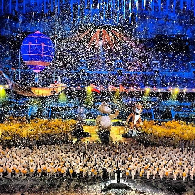 """Во время Олимпийских игр в Сочи глава кабмина выложил несколько фотографий. """"До свидания, Сочи..."""" - прокомментировал Медведев церемонию закрытия зимней Олимпиады на стадионе """"Фишт"""", 24 февраля 2014 года, 45,8 тыс. """"лайков"""""""