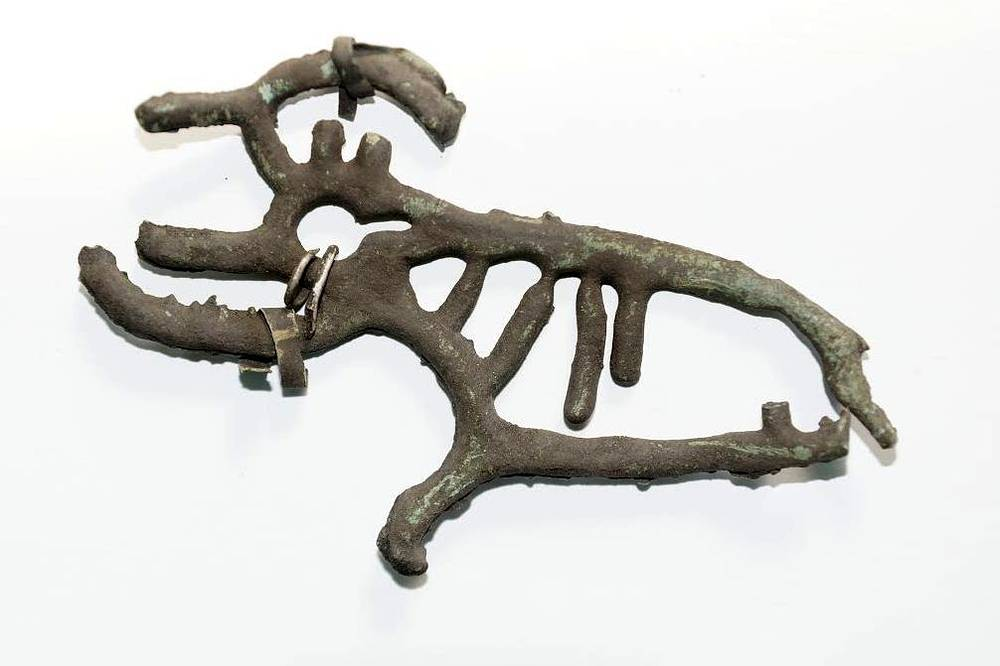 Фантастический зверь в скелетном кулайском стиле