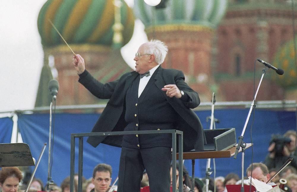 Открытый концерт, посвященный 100-летию памяти Петра Ильича Чайковского. За дирижерским пультом Мстислав Ростропович, 1997 год