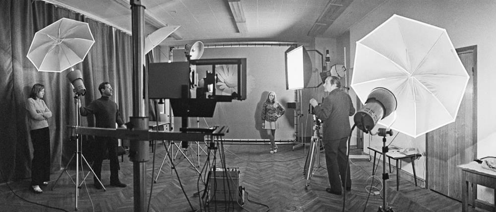 В фотостудии фотохроники ТАСС, 1976 год
