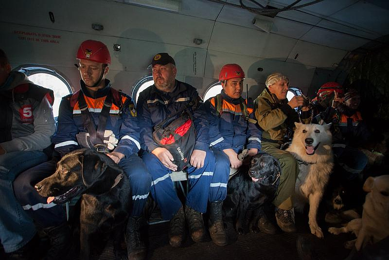 В один из дней команды на вертолёте были вывезены в заранее подготовленную местность, чтобы соревноваться в ориентировании
