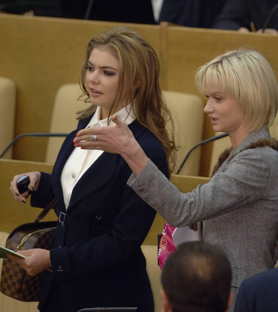 Первое заседание Госдумы 5-го созыва, депутаты Алина Кабаева и Светлана Хоркина, 24 декабря 2007 года