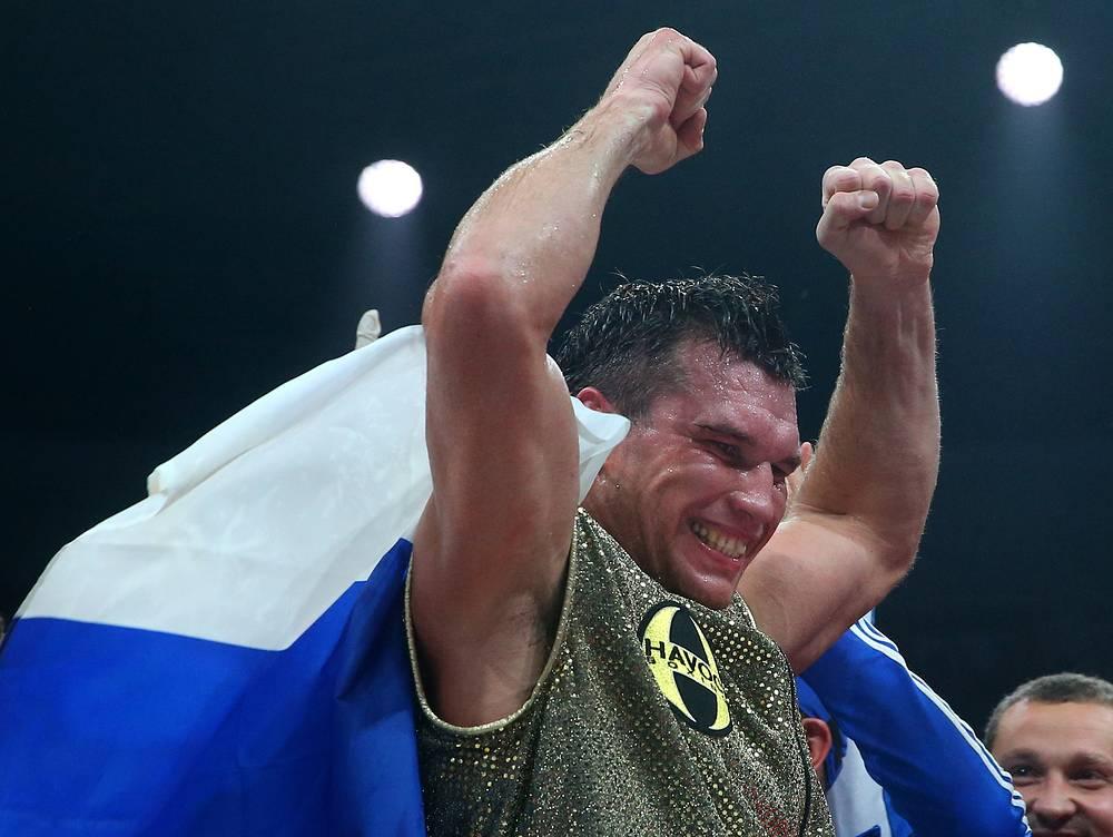 Григорий Дрозд завоевал титул чемпиона мира по версии WBC в весовой категории до 90,71 кг, победив Кшиштофа Влодарчика