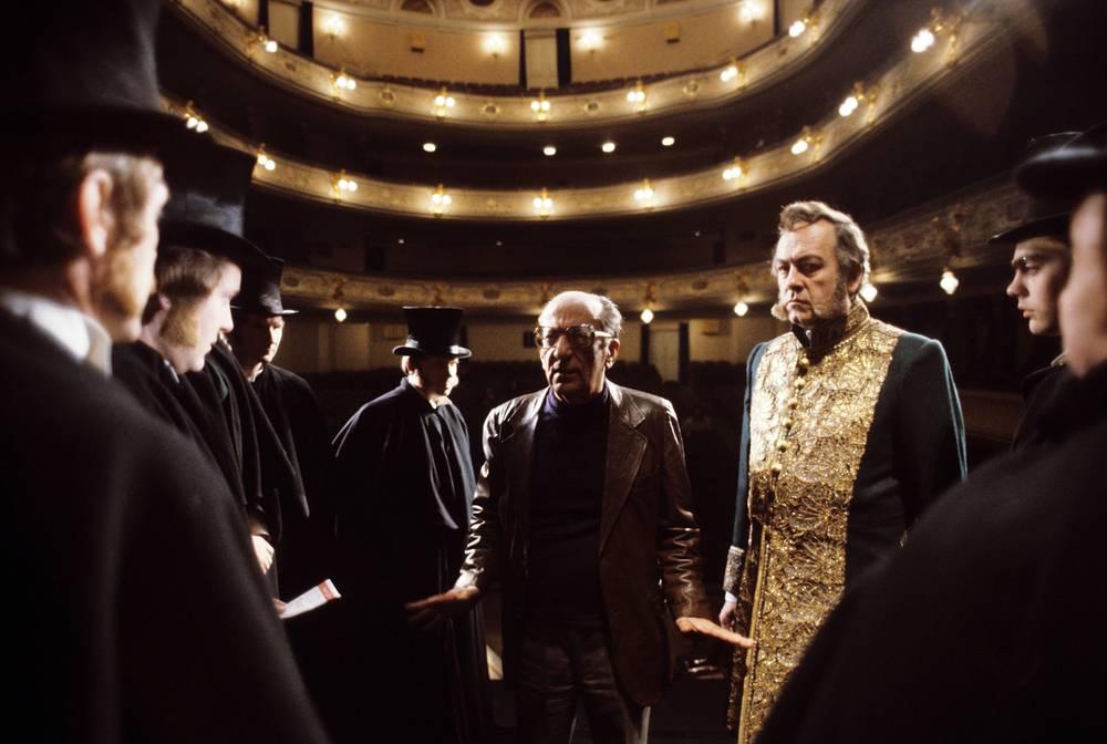 Режиссер Георгий Товстоногов (в центре) на репетиции, 1984 год