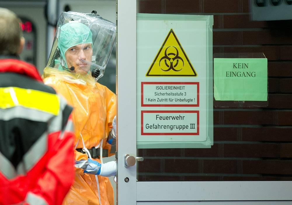 3 октября в Германию был доставлен сотрудник гуманитарной миссии, заразившийся вирусом Эбола. По данным информационного агентства ДПА, при соблюдении повышенных мер безопасности мужчину перевезли в местную клинику