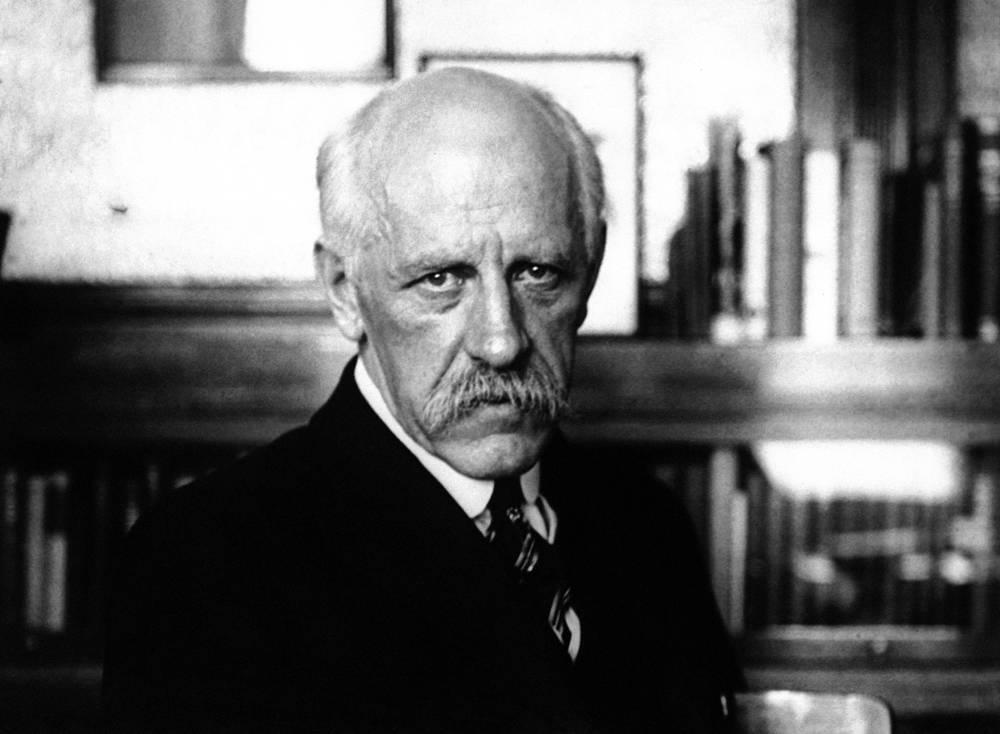 Фритьоф Нансен (1922) - за многолетние усилия по оказанию помощи военнопленным и голодающим