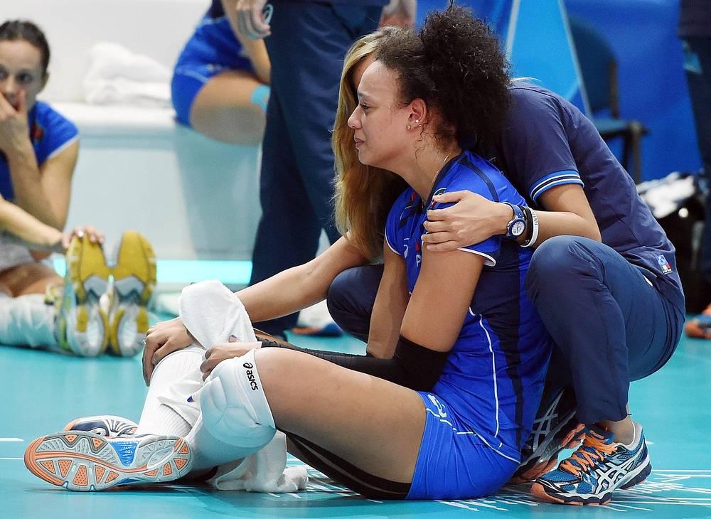Итальянка Валентина Диуф не может сдержать слез после поражения в матче за 3-е место