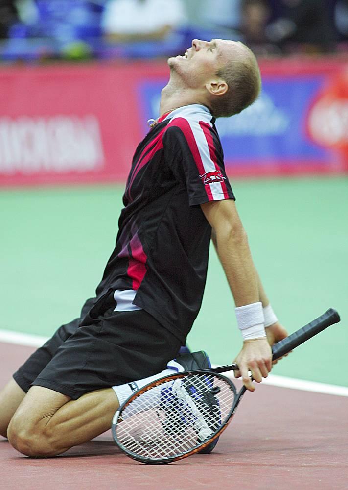 Давыденко во время финального матча Кубка Кремля, в котором он одержал победу над Полем-Анри Матье со счетом 7:5, 7:6, 2007 год