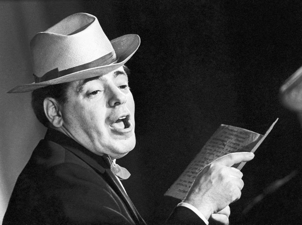Аркадий Райкин во время спектакля, 1963 год