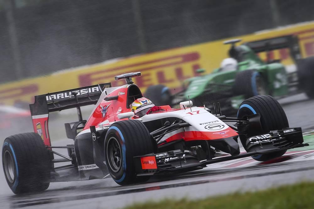 Болид Бьянки на трассе в Судзуке на Гран-при Японии