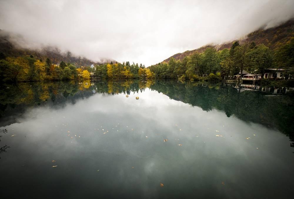 Необычный цвет воды озера Церик-Кель – можно различить больше 10 оттенков – объясняется содержанием в ней сероводорода. Однако народная легенда связывает этот факт со слезами дракона, лежащего на дне озера, – его победил герой нартского эпоса Батраз