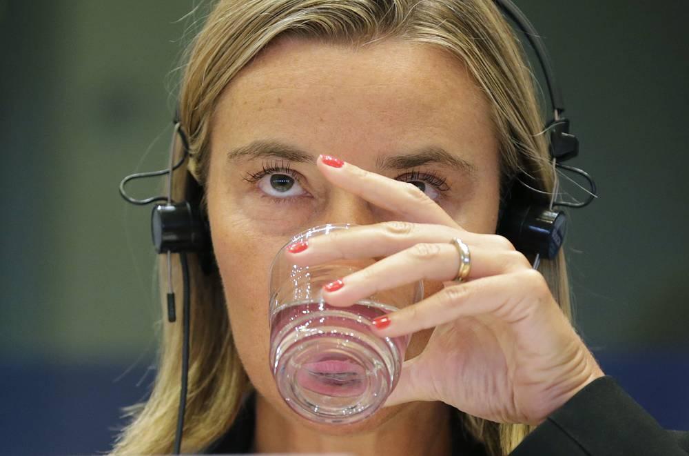 Риторика Могерини резко изменилась уже осенью. Она, в частности, заявила, что Евросоюз и Россию больше не связывают отношения стратегического партнерства, что, по ее мнению, является результатом политики РФ в отношении Украины. На фото: Федерика Могерини, Брюссель, 2 сентября 2014 года