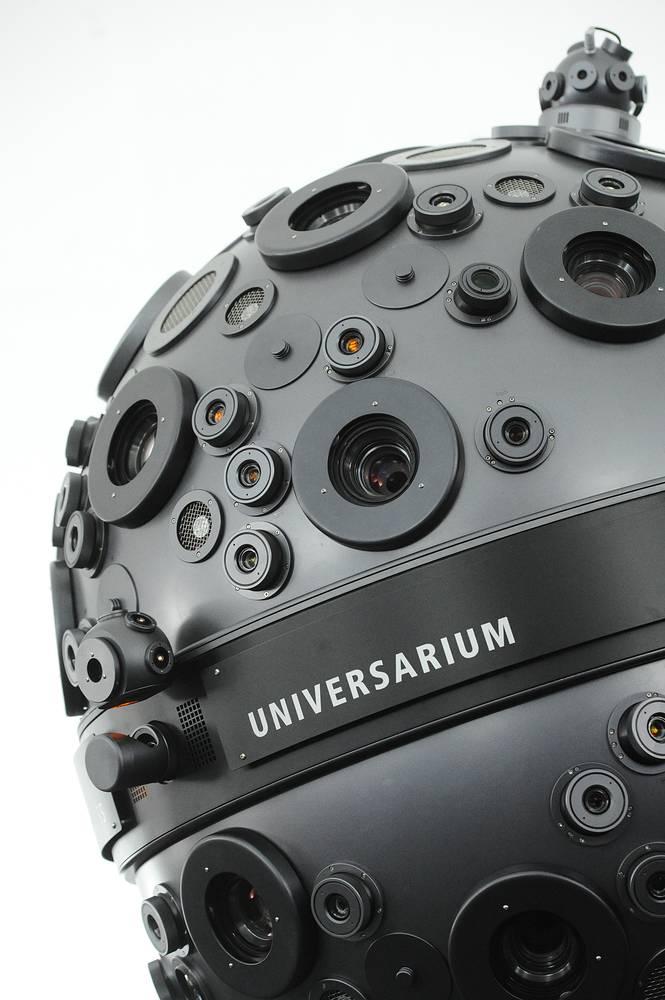 """Во время реконструкции в Большом звездном зале был установлен оптический проектор """"Универсариум М9"""" с 32 проекторами, которые позволяют увидеть изображения 9,1 тыс. небесных тел. На фото: проектор звездного неба и динамических объектов """"Универсариум М9"""""""