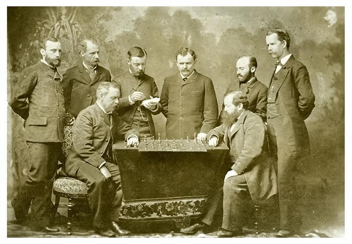 Австриец Вильгельм Стейниц (1836-1900) стал победителем первого в истории официального матча на первенство мира, проходившего в 1886 году в трех городах США. Считается основоположником позиционной школы шахматной игры. Его именем названы несколько вариантов и систем в дебюте игры (защита Стейница, система Стейница)