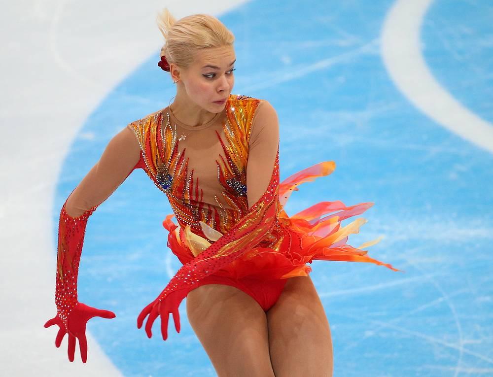 Российская фигуристка Анна Погорилая во время выступления в произвольной программе