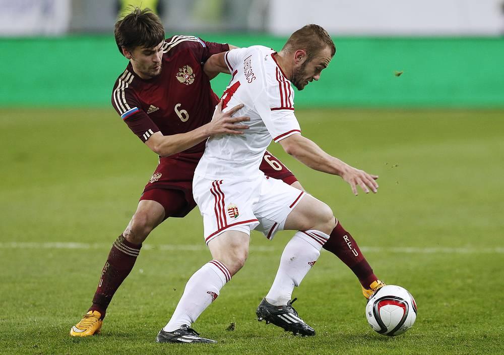 Российский защитник Георгий Щенников против форварда сборной Венгрии Гергэ Ловренчича