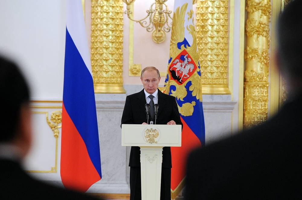В Александровском зале Большого Кремлевского дворца прошла церемония вручения верительных грамот президенту России. В Москву прибыло 15 новых послов