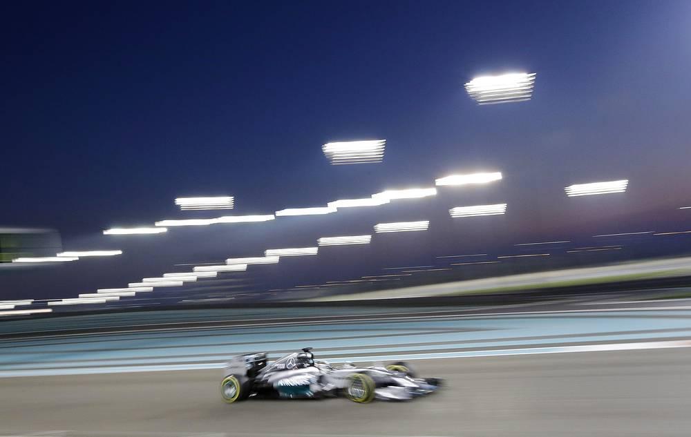 """Свой первый титул британец завоевал в 2008 году, выступая за команду """"Макларен"""" (McLaren)"""