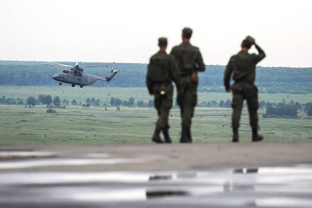 Ми-26 предназначен для выполнения самых разных задач - транспортных, эвакуационных, противопожарных и других. Учения в рамках комплексной внезапной проверки боеготовности войск Центрального военного округа, полигон Чебаркуль, 2014 год