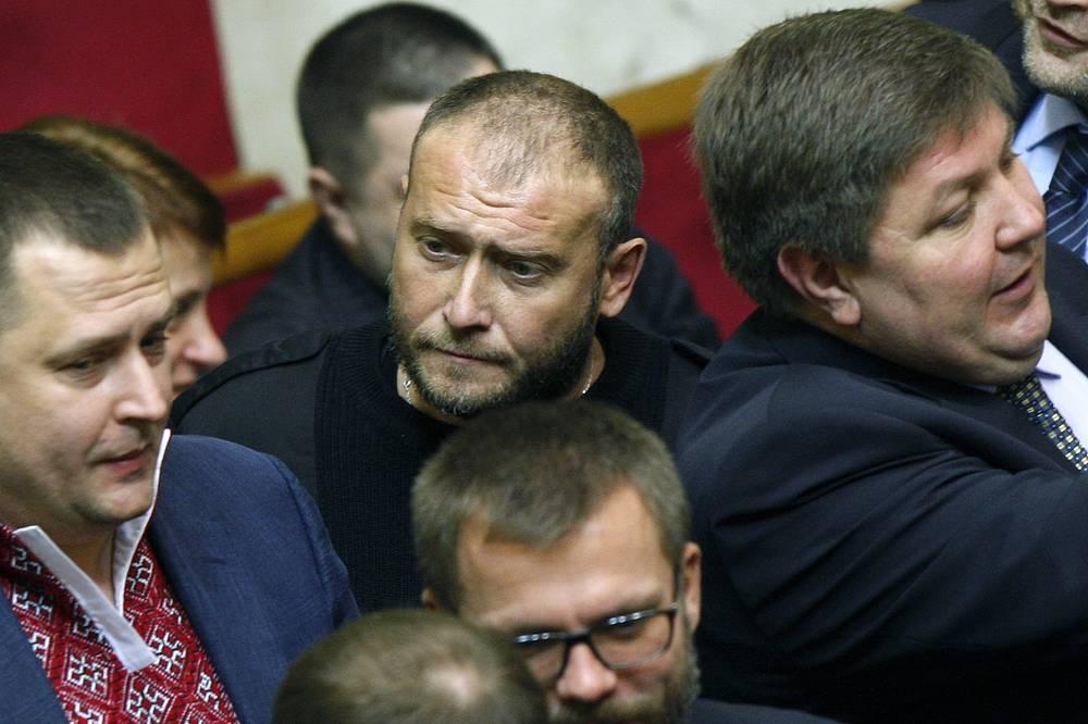 "Лидер ""Правого сектора"" Дмитрий Ярош (в центре)"