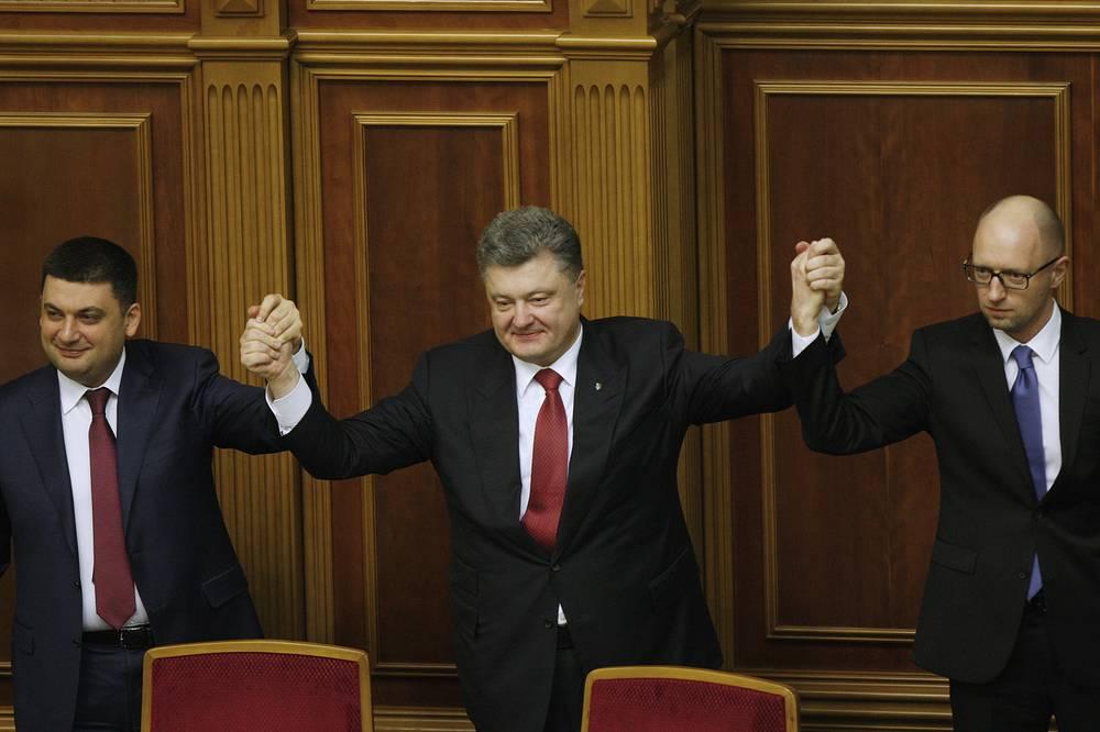 Вице-премьер Украины Владимир Гройсман, назначенный спикером Верховной рады, президент Украины Петр Порошенко и премьер-министр Арсений Яценюк