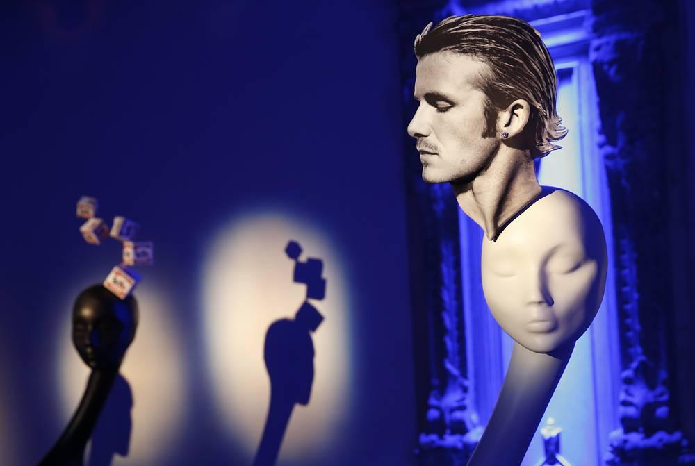 Экспозиция подготовлена специально для российских ценителей моды и стала крупнейшей за последние годы ретроспективой творчества модельера