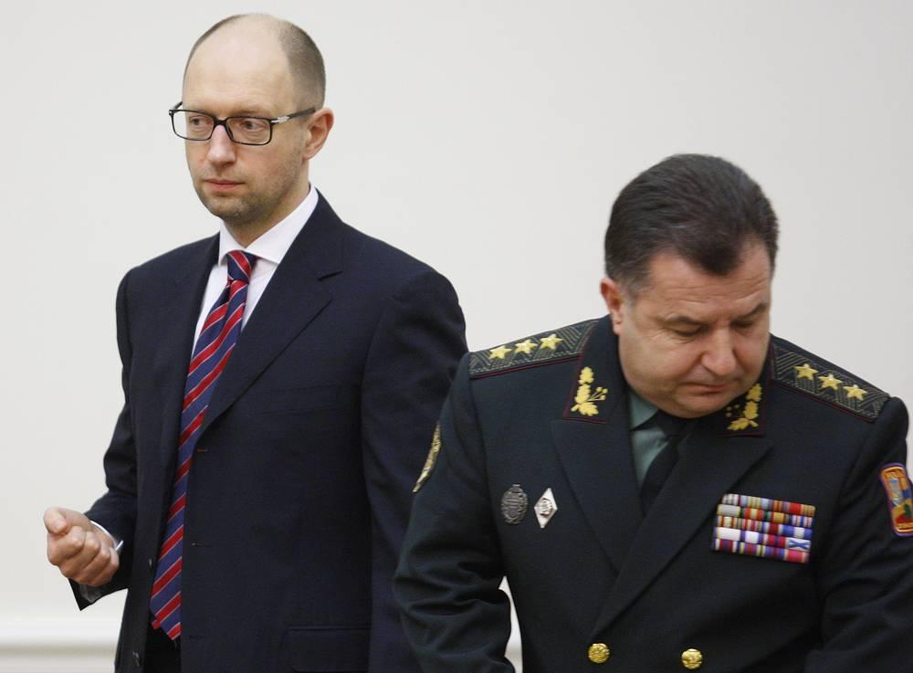 Премьер-министр Арсений Яценюк и министр обороны Украины Степан Полторак на первом заседании нового кабинета министров