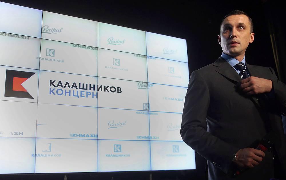 """Оружейный концерн """"Калашников"""" презентовал новый бренд и концепцию развития до 2020 года. Компания выпустит под своим брендом одежду, ножи, аксессуары для охоты и активного образа жизни. На фото: генеральный директор концерна """"Калашников"""" Алексей Криворучко"""