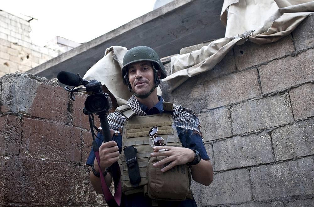 """20 августа в сети появилась запись убийства боевиками группировки """"Исламское государство"""" американского журналиста Джеймса Фоули, освещавшего конфликты в Ливии и Сирии. Фоули пропал на северо-западе Сирии 22 ноября 2012 года"""