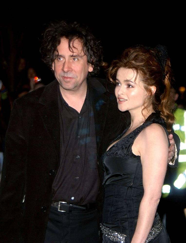 """Тим Бертон и Хелена Бонэм Картер на британской премьере фильма Бертона """"Крупная рыба"""". 2004 год"""