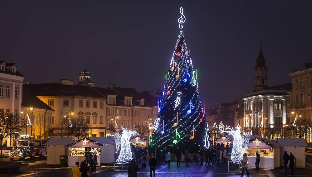 Елка в Старом городе в Вильнюсе, Литва
