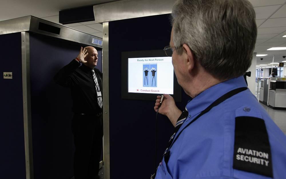 Процедура полного сканирования пассажиров была введена в рамках борьбы с воздушным терроризмом. Досмотр в аэропорту Манчестера