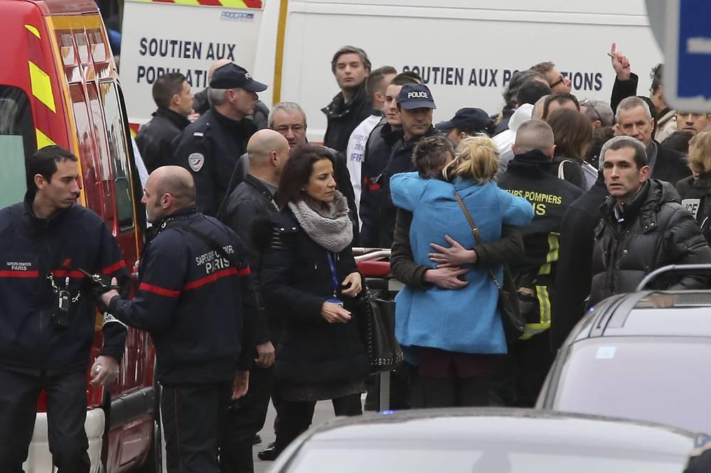Теракт вызвал шок во Франции, тысячи французов приняли участие в маршах протеста против действий террористов