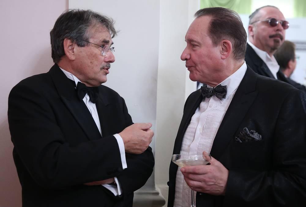Режиссер Павел Чухрай и Максим Дунаевский перед началом бала дебютанток журнала Tatler