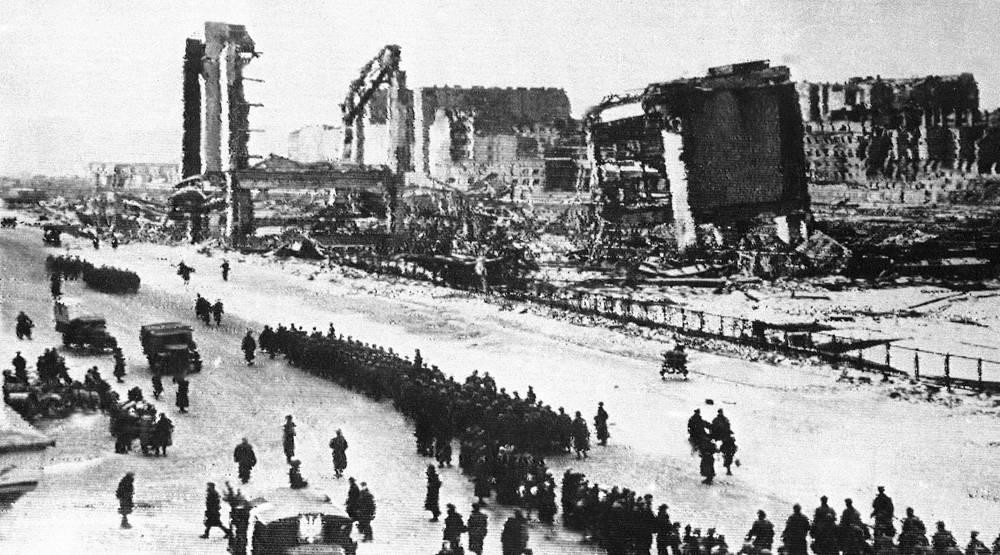Советские и польские войска на улицах Варшавы, 29 января 1945 года
