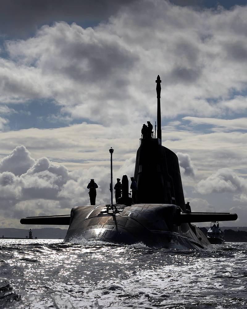 """Британская АПЛ типа """"Эстьют"""" (Astute class), новейший тип атомных подлодок британского королевского военно-морского флота. Ходовые испытания АПЛ """"HMS Ambush"""" КВМФ Великобритании, 2012 год"""