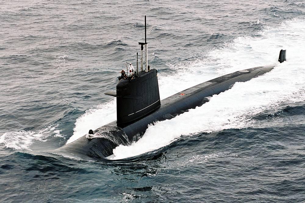 """Французская многоцелевая атомная субмарина типа """"Рюби"""" (фр. Rubis), 2009 год. АПЛ типа """"Рюби"""" являются самыми маленькими стоящими на вооружении атомными субмаринами в мире"""