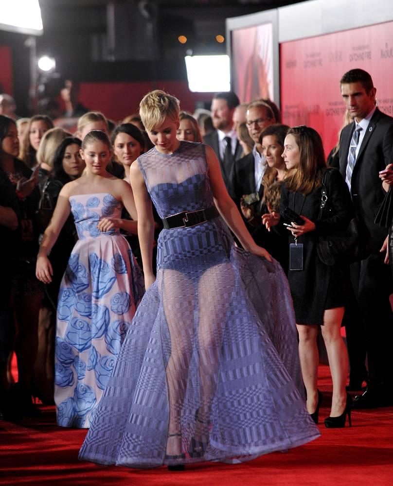 """Дженнифер Лоуренс на премьере фильма """"Голодные игры: И вспыхнет пламя"""" в Лос-Анджелесе, 2013 год"""