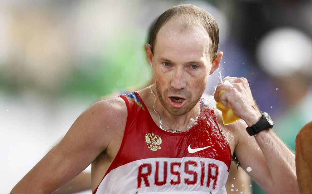 По условиям дисквалификации спортсмен расстанется с медалью. На фото: Сергей Кирдяпкин, завоевавший золотую медаль по спортивной ходьбе на дистанции 50 км на чемпионате мира 2009 года в Берлине