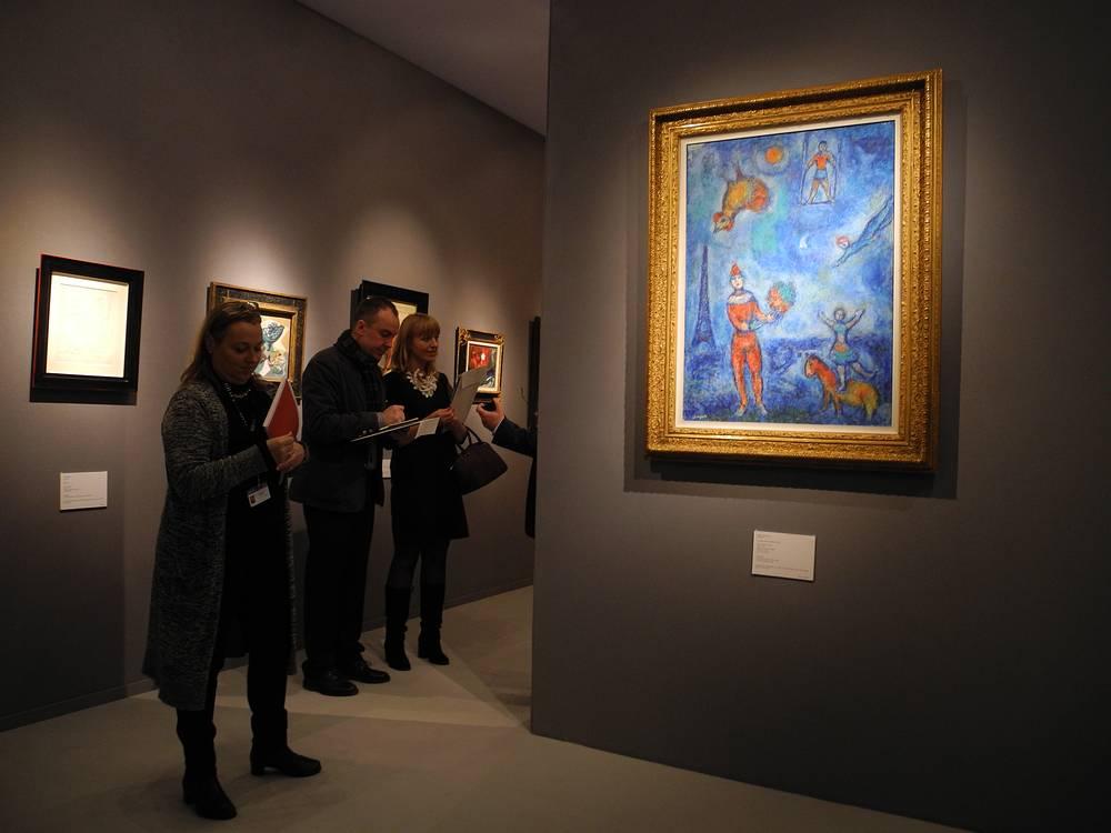 "Картина Марка Шагала""Цирк в голубом небе Парижа"" на стенде галереи Stern Pissaro за 2.600.000 миллиона евро"