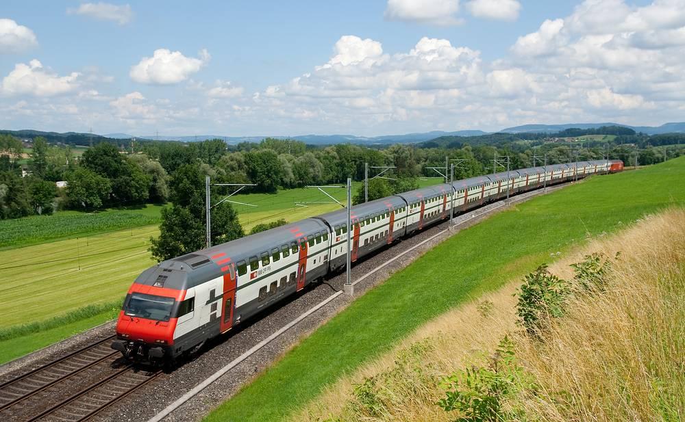 Поезд IC 2000. Первый двухэтажный поезд, который использовался для поездок на всей территории Швейцарии и между городами в Европе. В составе поезда может находиться до 10 вагонов общей вместимостью до 1000 мест. Максимальная скорость движения - 200 км/ч
