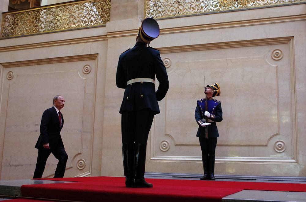 В мае 2012 года в Кремль на церемонию вступления в должность Владимира Путина были приглашены около трех тысяч человек. На фото: инаугурация президента России Владимира Путина, 7 мая 2012 года