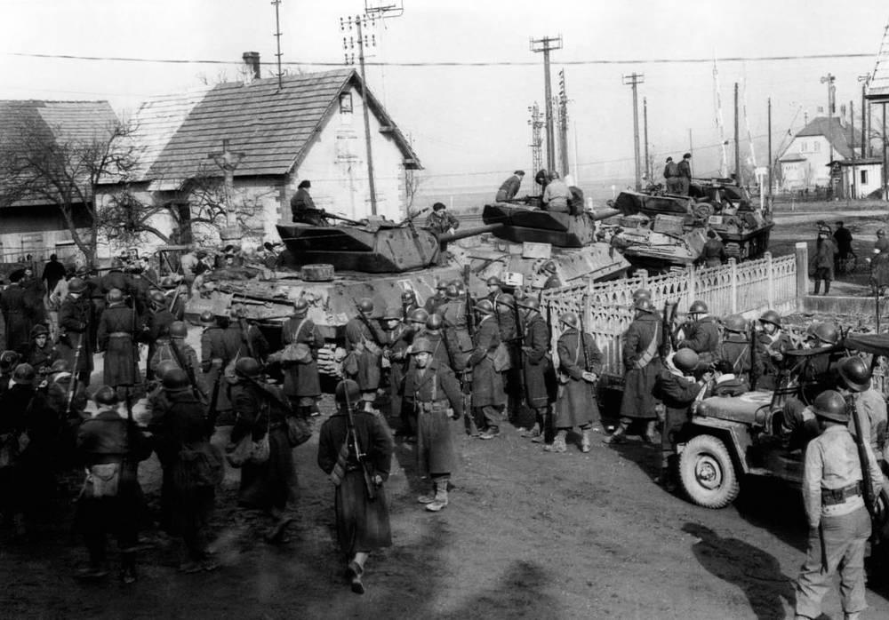 Французские войска в Эльзасской деревне Ла-Ванзено, февраль 1945 года