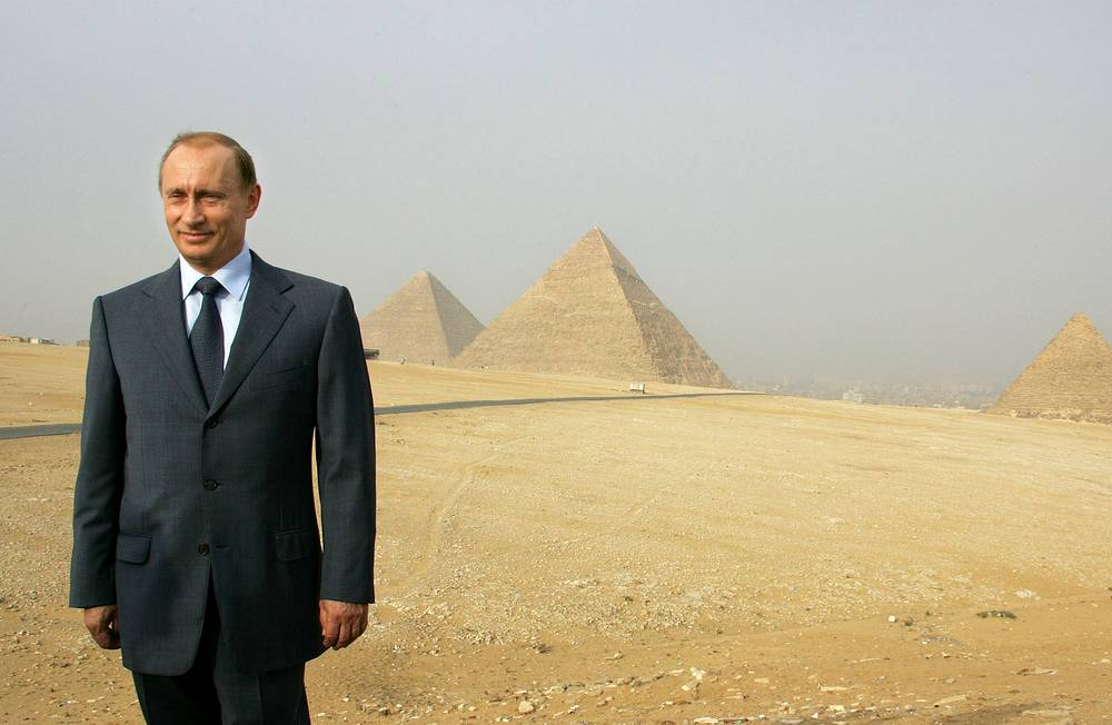 Картинки по запросу путин и пирамиды в египте