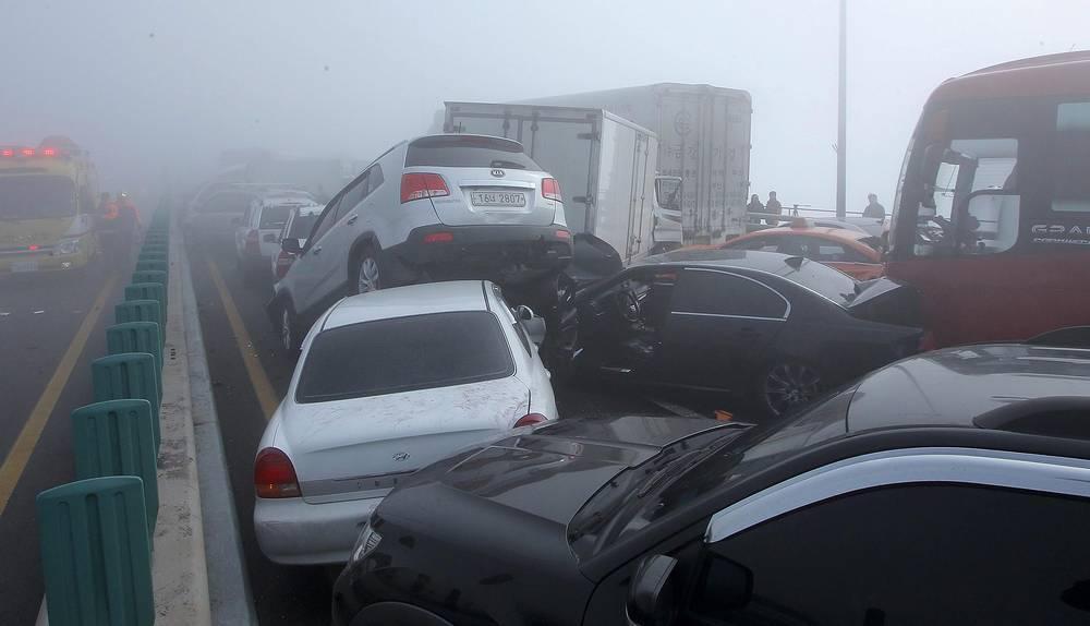 11 февраля в Южной Корее на мосту столкнулись около 100 автомобилей, погибли два человека. В результате ДТП пострадал россиянин
