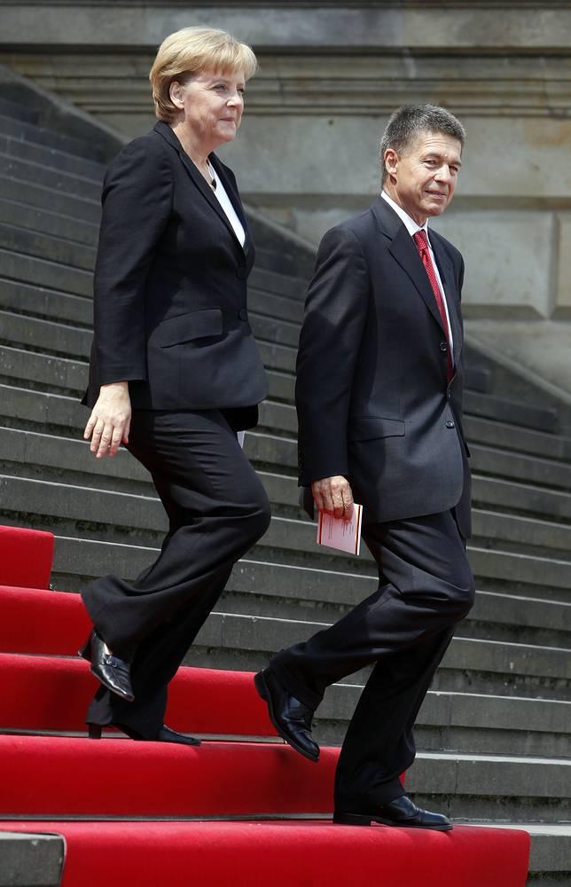 Канцлер Германии Ангела Меркель замужем за профессором химии Йоахимом Зауэром (фамилию Меркель оставила после развода с первым мужем). Своих детей у Ангелы Меркель нет, Йоахим Зауэр имеет двух сыновей от первого брака
