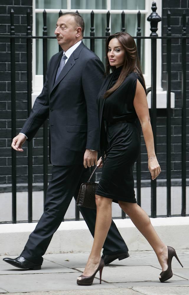 Супругу главы Азербайджана Ильхама Алиева зовут Мехрибан. Пара в браке с 1983 года. В семье две дочери - Лейла и Арзу, а также сын Гейдар